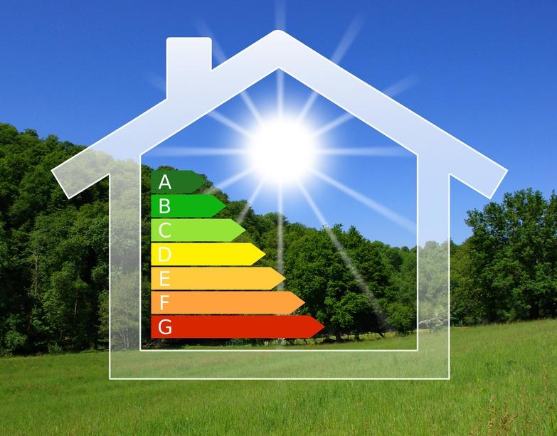 Maison verte au soleil